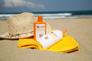 hat sunscreen sand beach