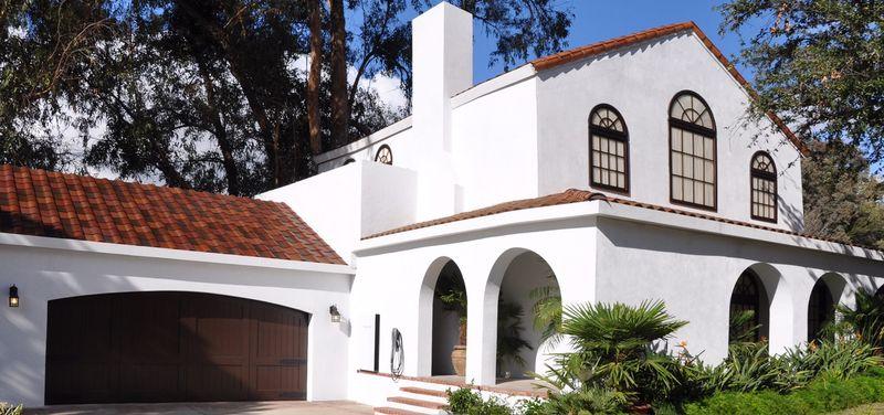 house-with-solar-tiles