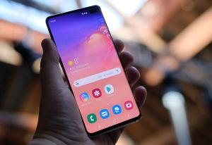 Person holding Samsung Galaxy S10 phone