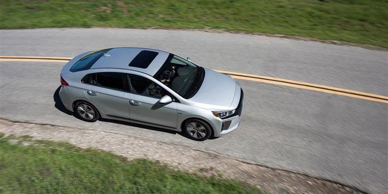 Charging Hyundai Ioniq Plug-In Hybrid