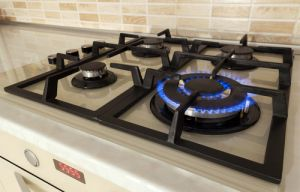 Gas oven with a hot plate on