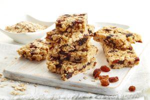 Granola bar with raisins