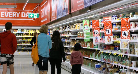 Coles stores to stay open until 10pm