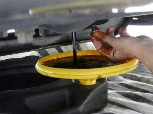 Draining car oil