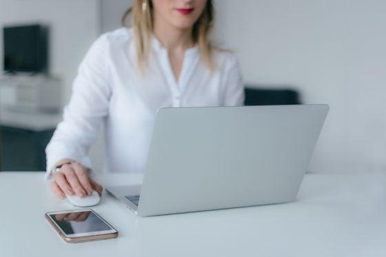 woman using wireless broandband