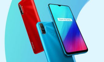 Three Realme C3 phones in red and blue