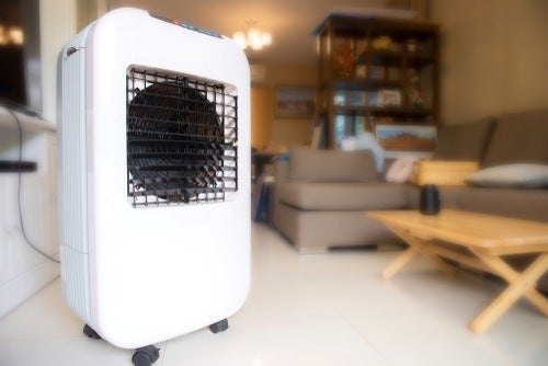 portable evaporative cooler in room