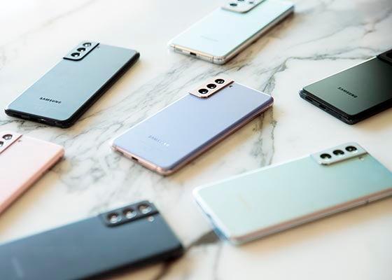 Range of Samsung S21 series phones on marble table
