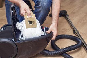 Vacuums with bags versus bagless vacuums