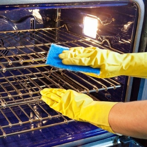 oven cleaning thumbnail